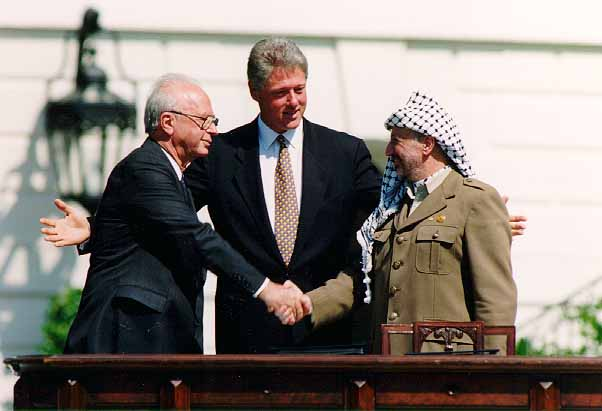 Clinton, Yitzhak Rabin and Yasser Arafat during the Oslo Accords on September 13, 1993. By Vince Musi / The White House.