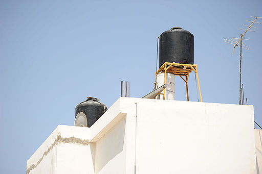 Roof water tank in Jenin, West Bank. By Guillaume Paumier.