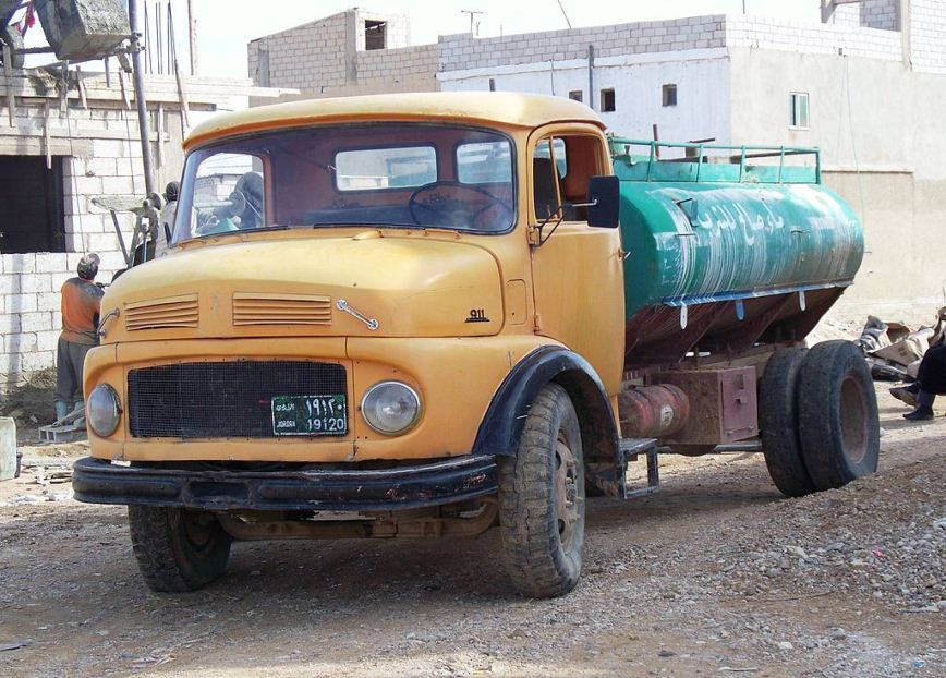 Water tanker delivering water to residential area, Jordan. Photo: High contrast.