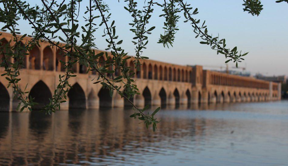 الصورة رقم (1): جسر شيراز ، (المصدر:Yisus10،  Pixabay ) .