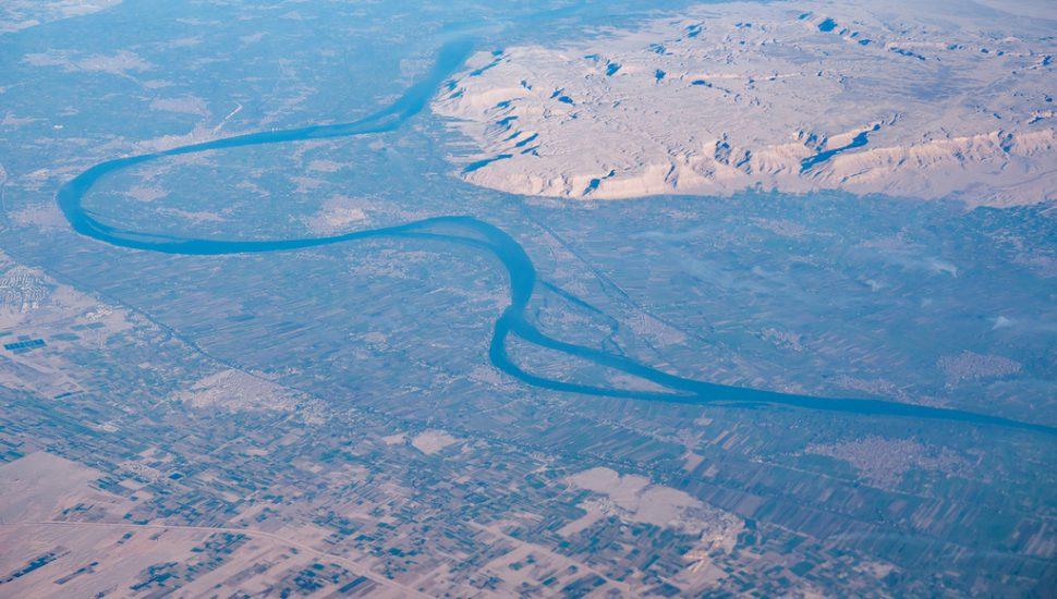 الصورة 1: منظر من الأعلى لنهر النيل بين مدينتي أسوان والقاهرة. (المصدر: Flickr; A lot of words)