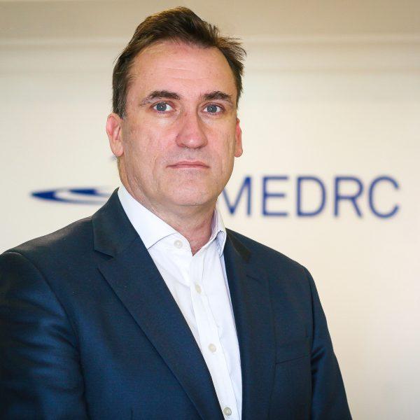الصورة 3:  كياران كوين، مدير المركز، MEDRC.