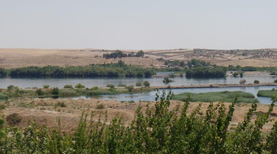 الصورة 1: نهر الفرات عند دخوله سوريا من تركيا (المصدر: هالة الأحمد)